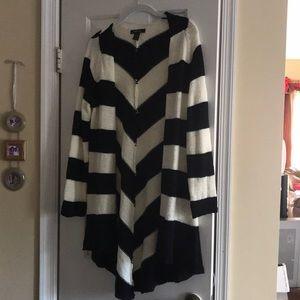Cream & black Style & Co sweater 3/4 length